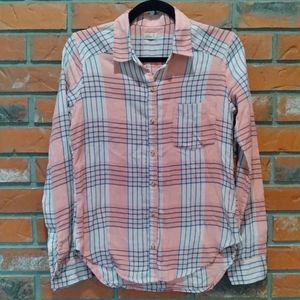 Hollister flannel plaid long sleeve button up.